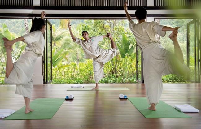 Gallery thumb banyan tree lang co yoga class 44245363362 o